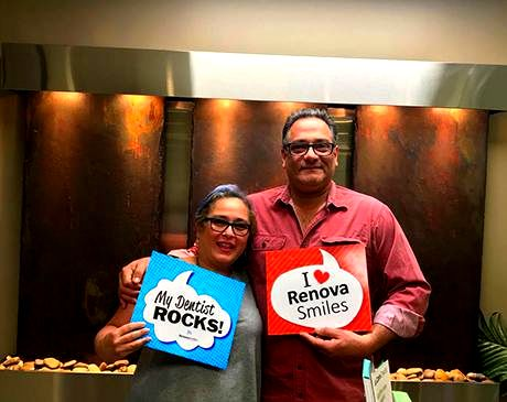 Hapy couple clients of RenovaSmiles
